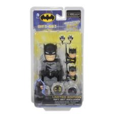 Набор подарочный DC Comics - Limited Edition - Batman (телотряс 15 см на солнечной батарее, наушники, держатели проводов, 3 жетона-биты)
