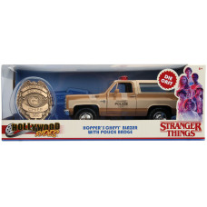 Модель автомобиля Stranger Things - Hollywood Rides - Hopper's Chevy Blazer with Police Badge (1:24)